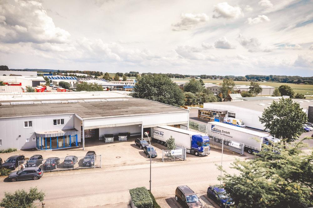 Luftbild MEDiHandel Zufahrt Lager mit LKW